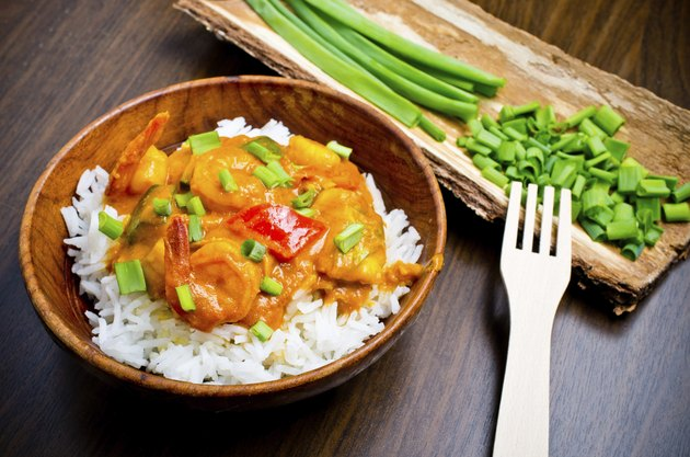 Curry with prawns, vegetables and chives
