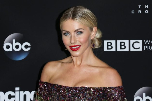 """Actress and dancer Julianne Hough attends ABC's """"Dancing with the Stars"""" season 23 finale at The Grove on November 22, 2016, in Los Angeles, California. (Photo by Paul Archuleta/FilmMagic)"""