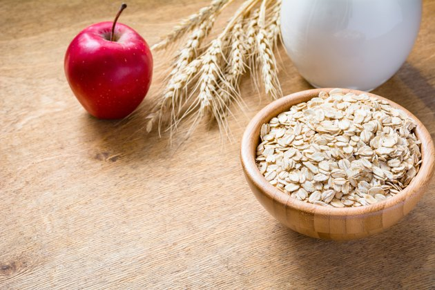 Rolled oats (oatmeal, oat flakes), milk and apple