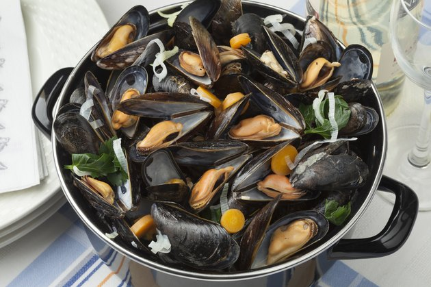 Pan with fresh cooked mussels
