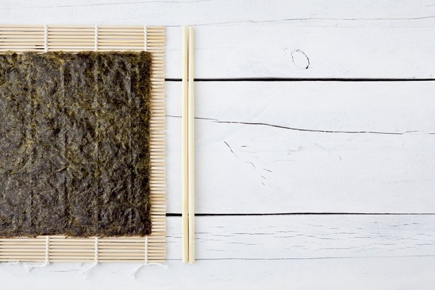 Dried seaweed, chopsticks and makisu