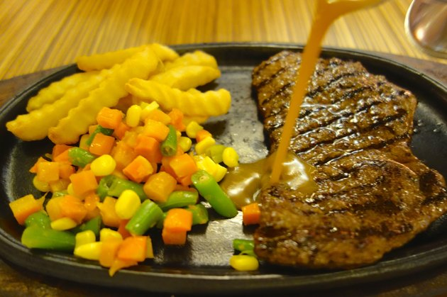 Sirloin Beef Steak with French fries and vegetable