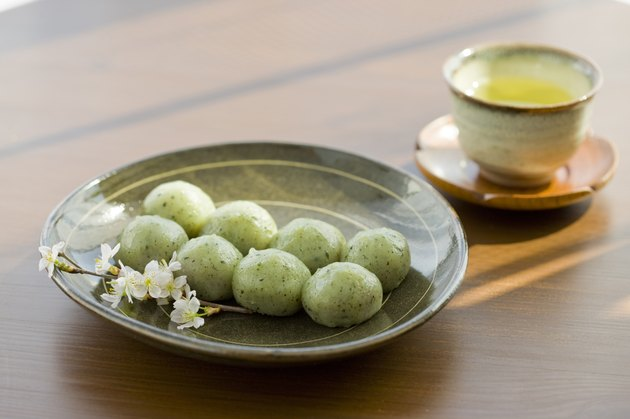 Rice dumplings and green tea