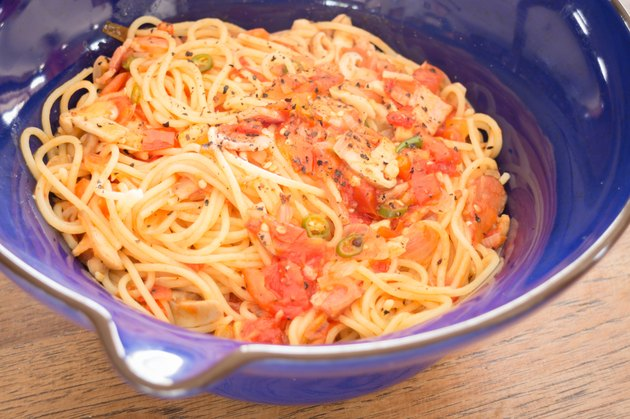 Italian pasta with ham, tomato and champignon mushrooms