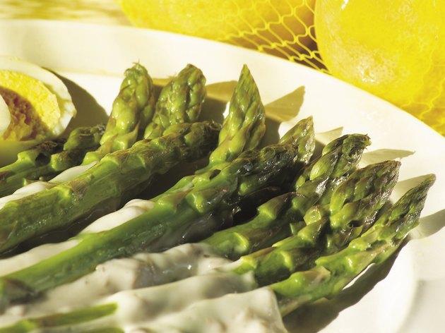 Photo, asparagus spears on a plate, Color