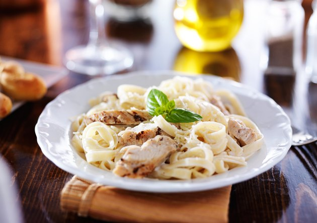 grilled chicken with fettuccine alfredo pasta