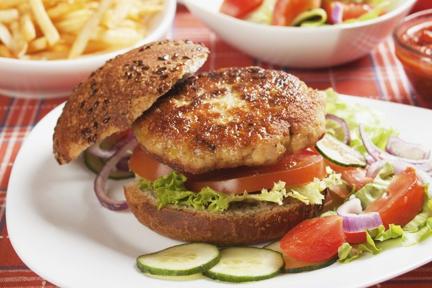 Vegetarian burger with fresh vegetables