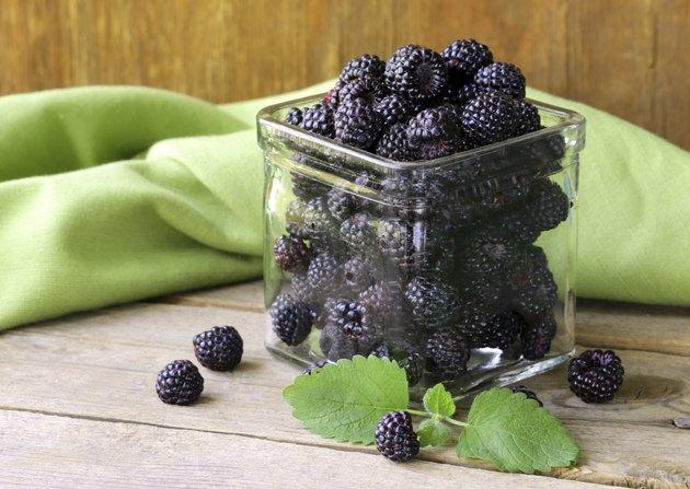 organic ripe black berry raspberry (blackberry)
