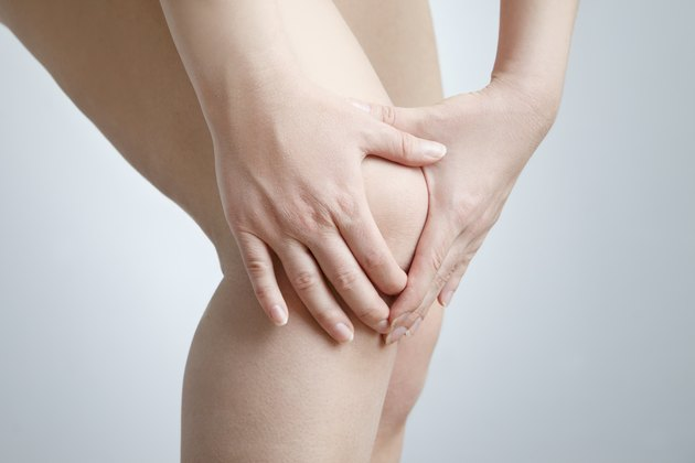 Knee pain of the woman