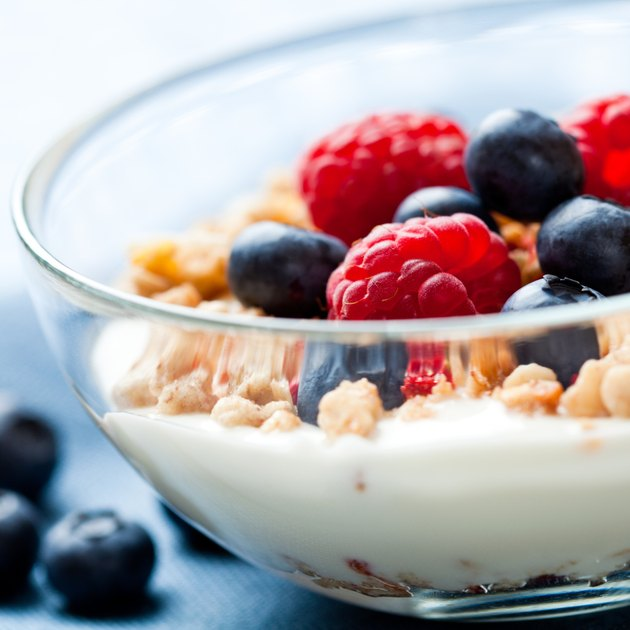 Muesli with yogurt and fresh fruits