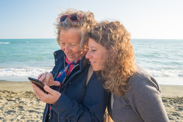 Sharing life moments using wireless technology