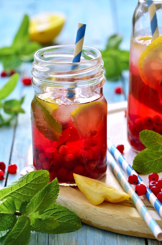 Cold redcurrant tea with lemon and mint.