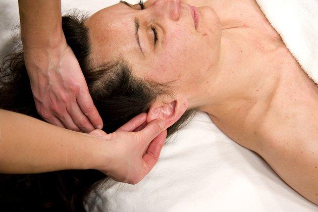 auricle massage