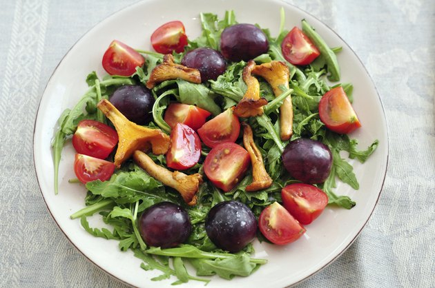 Salad with grapes and chanterelle mushrooms