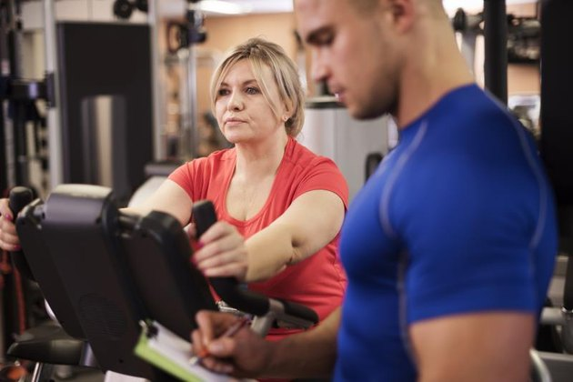 Workout with personal trainer to burn belly fat