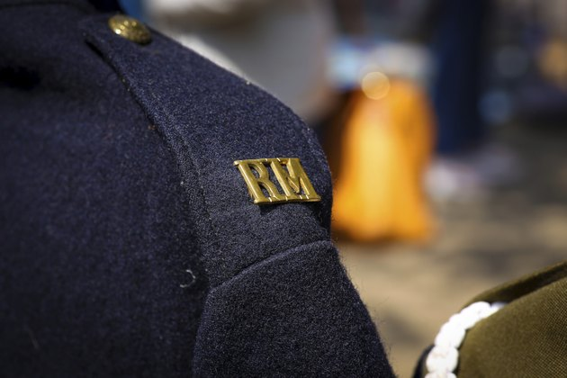 Royal Marine arge brass R.M shoulder title