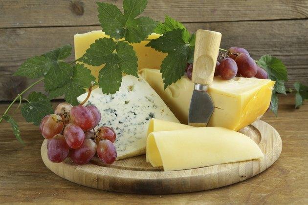cheeseboard (Maasdam, Roquefort, Camembert) and grapes