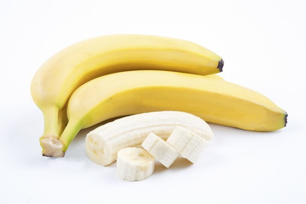 The ripe bananas with pieces