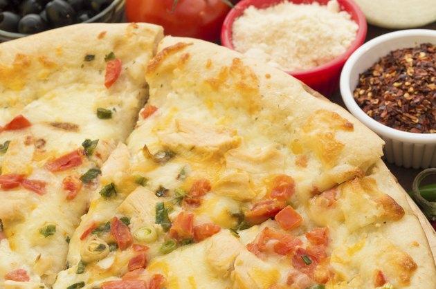 chicken garlic pizza