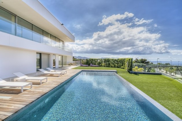 Modern villa with swimming pool