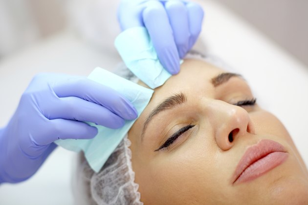 beauty treatment against acnes in salon