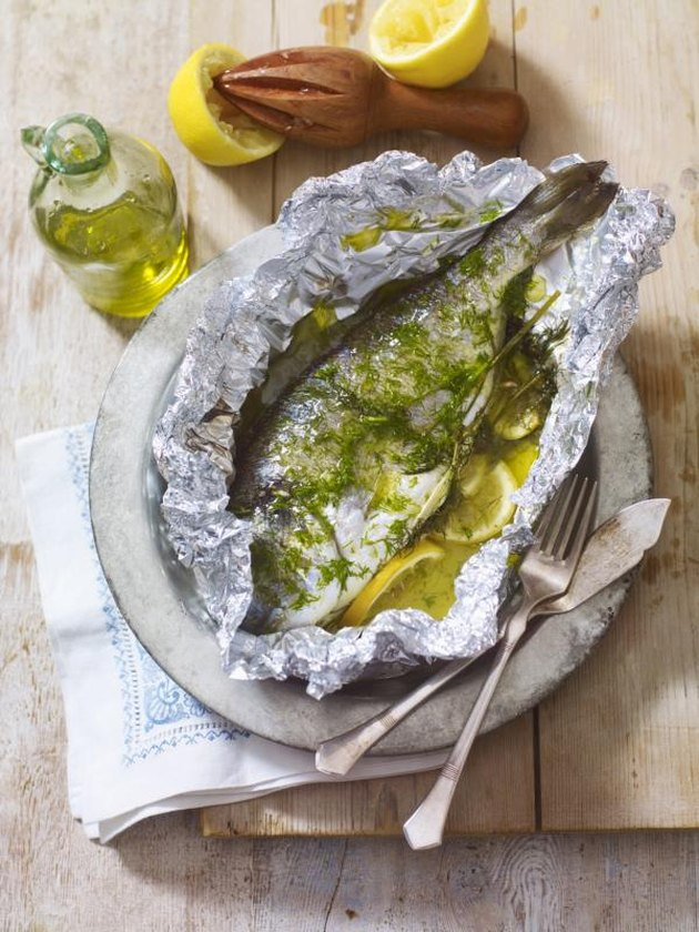 Psari fourni ladolemono, fish baked in foil with lemon, fennel and olive oil