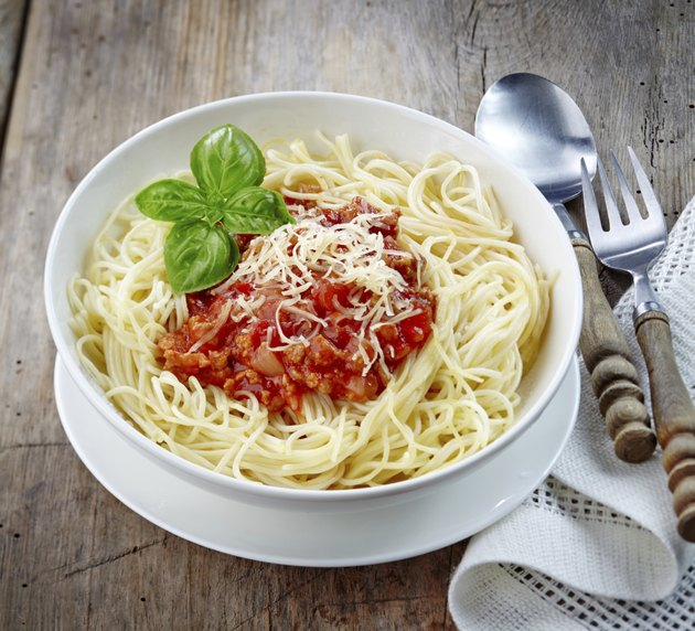 Spaghetti with minced meat and tomato sauce
