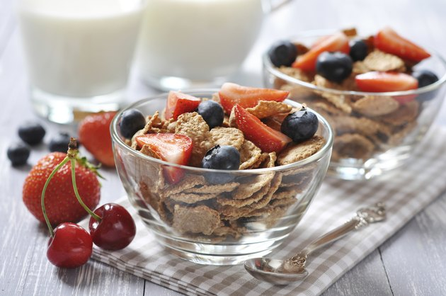healthy muesli and fresh berries