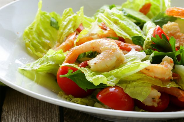 Green salad with grilled shrimp