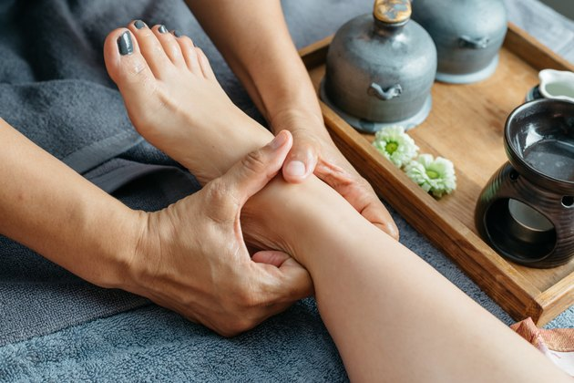 Thai massage series : Foot and leg massage
