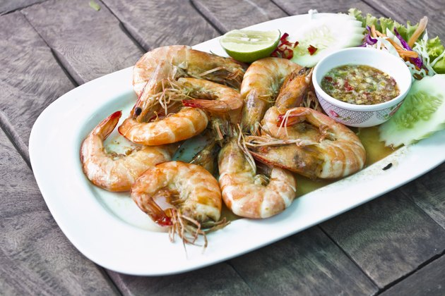 Grilled shrimp with spicy seafood sauce