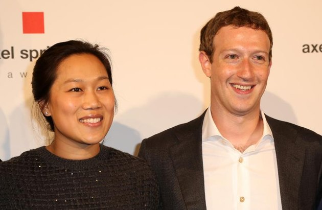 BERLIN, GERMANY - FEBRUARY 25: Mark Zuckerberg and Priscilla Chan arrive for the presentation of the first Axel Springer Award on February 25, 2016, in Berlin, Germany. (Photo by Adam Berry/Getty Images)