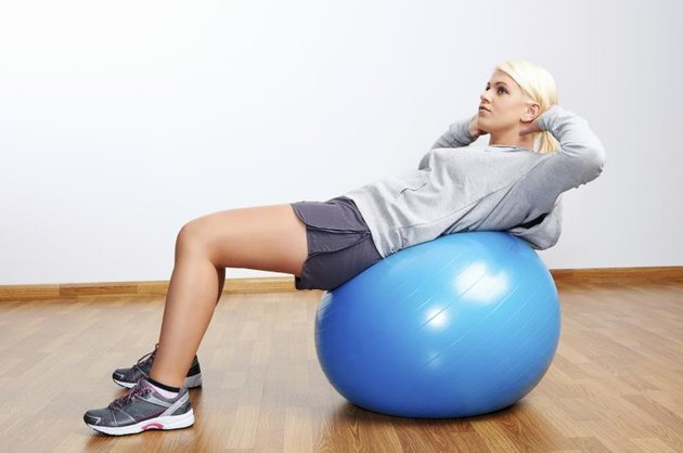 Are Decline Bench Sit-Ups or Exercise Ball Sit-Ups Better?
