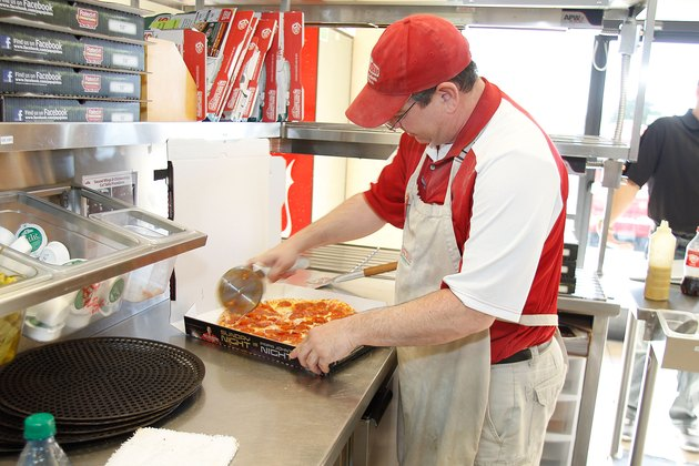 Former NFL Star Cris Carter Delivers Papa John's Pizza In Phoenix, Arizona