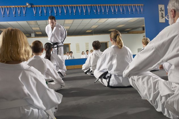 People in a tae kwon do class