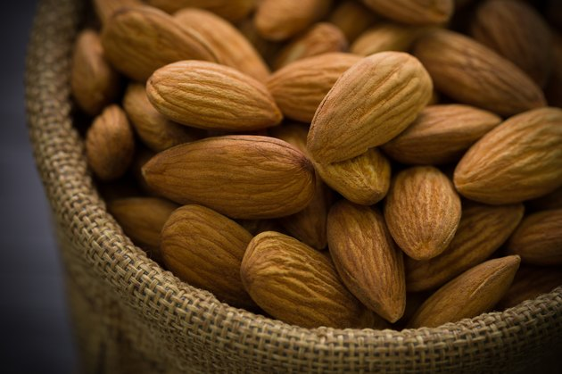 Almond Close-up Shot / Almond / Almond in Sack Close-up