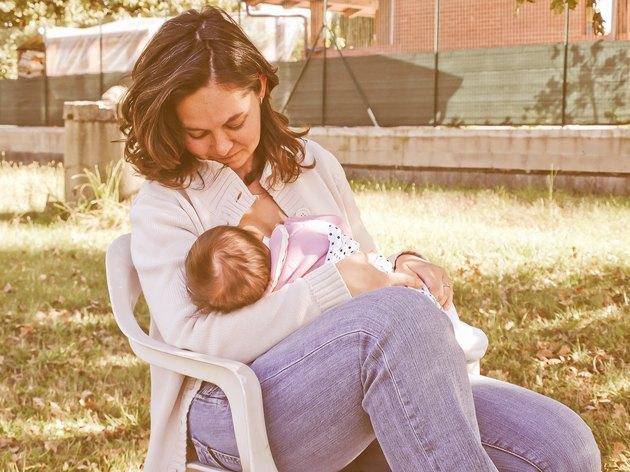 Retro look Breastfeeding