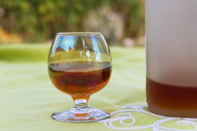 Glass and Bottle of Liquor - Copa y Botella  Licor