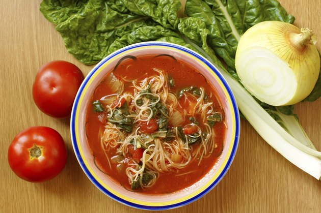 Tomato-spinach soup with noodles