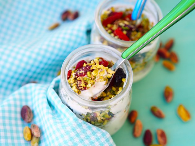 Natural yoghurt with pistachio, goji and other dried fruit