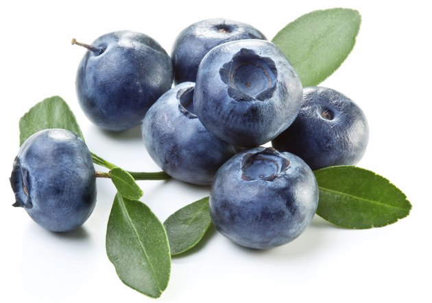 Blueberries with leaves.