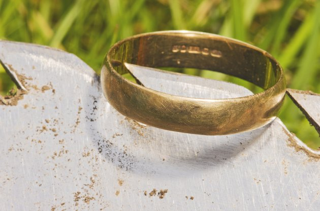 Old gold wedding ring exposed on shovel,found metal detector.