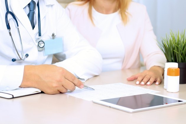 doctor explaining diagnosis to female patient