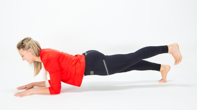 Elise Joan demonstrating the Leg-Lift Plank