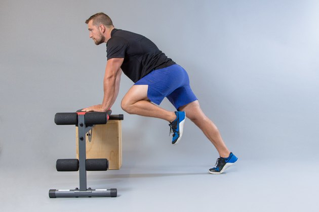 Man performing modified mountain climbers modification for knee pain.