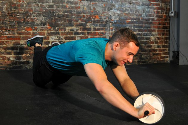 man doing an oblique rollout