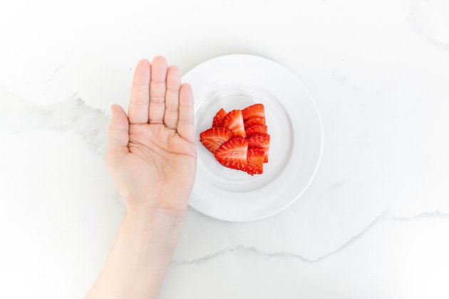 1 cupped handful of strawberries (carbs)