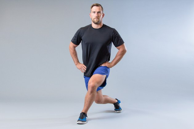 Man performing curtsy lunge modification for knee pain