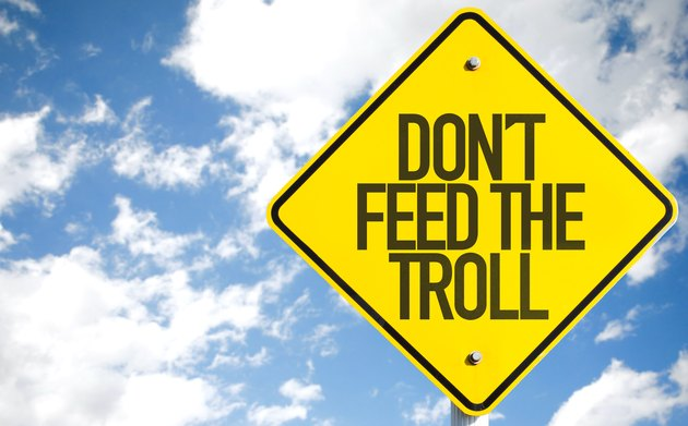 don't feed the troll sign