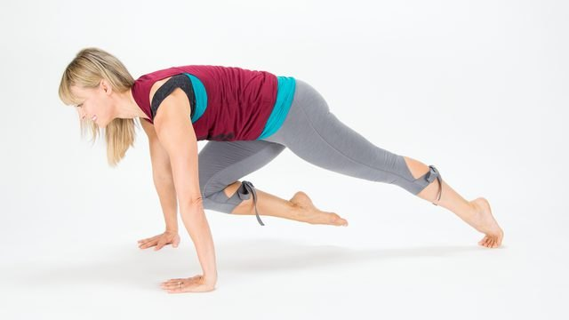 Elise Joan demonstrates how to do a Knee-to-Nose Extension Plank
